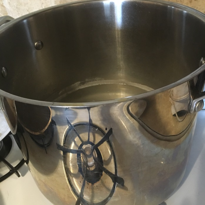 stockpot for cooking  shredded chicken
